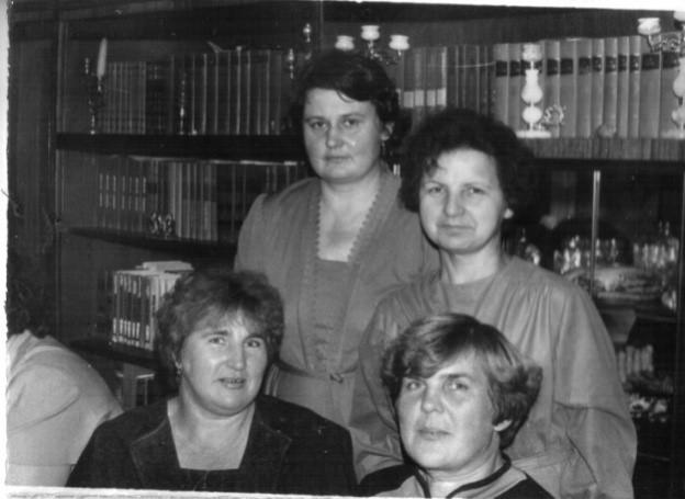 В 1971-1972 учебном  году   сформированы были  три  первых класса на базе СШ№4.